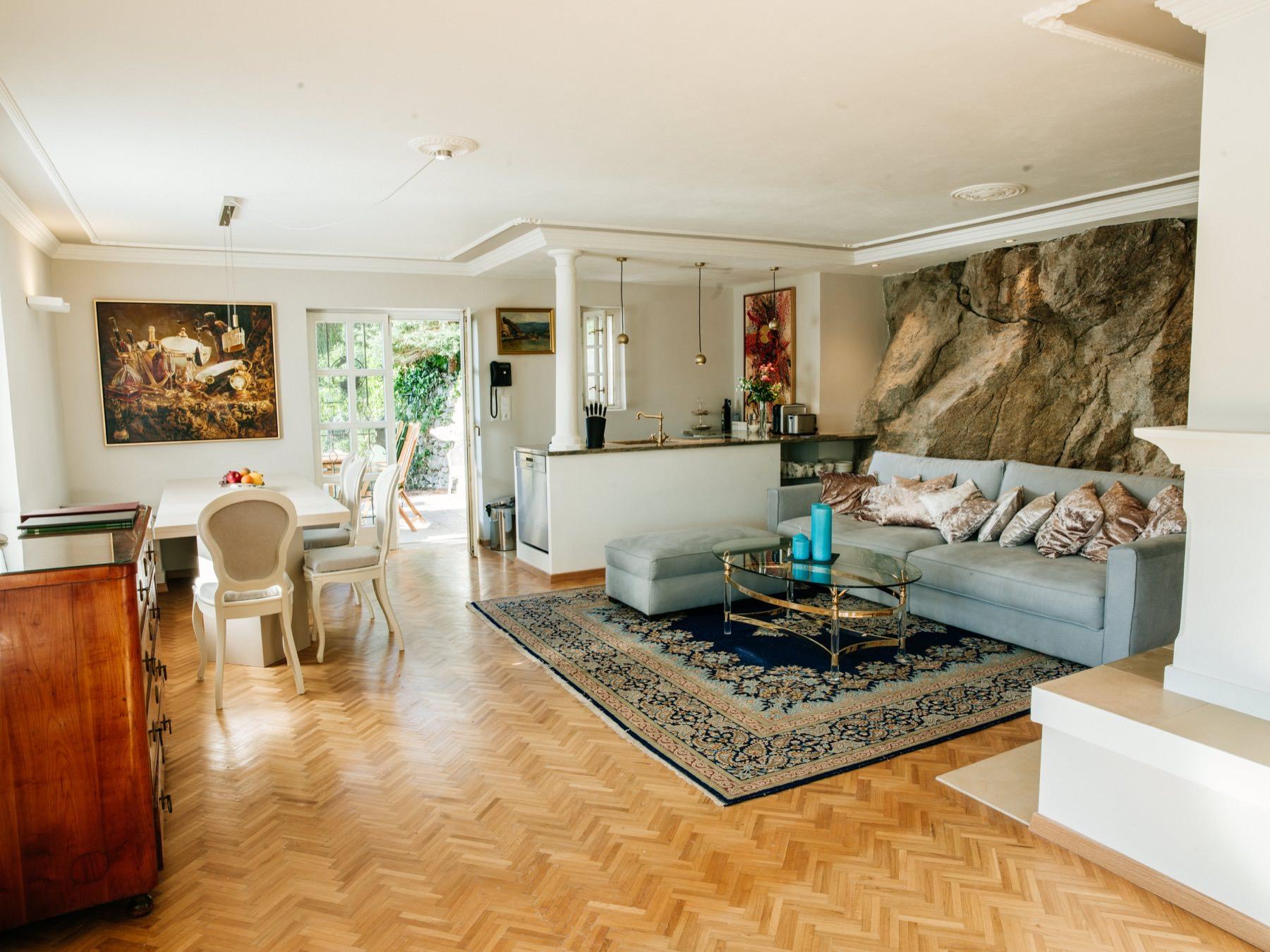 k che wohnen villa sch nthal. Black Bedroom Furniture Sets. Home Design Ideas